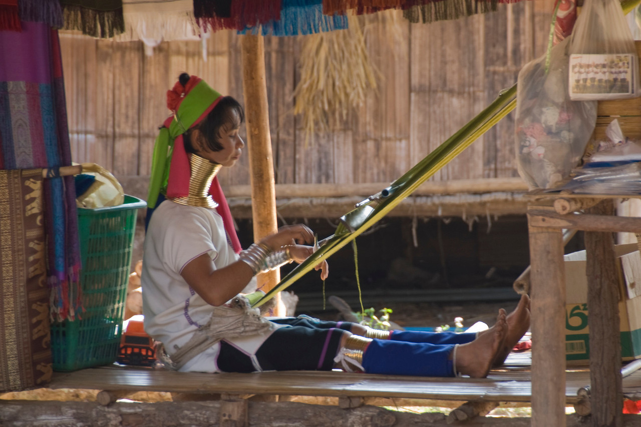 Kayan woman weavig fabric - Chiang Mai, Thailand