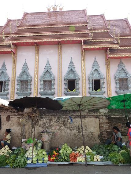Wat Mungmuang Market, Chiang Rai - Thailand