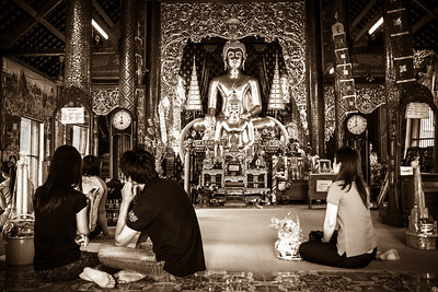 Life scene at Wat Chaimongkol.