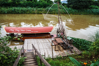 This is the location where the beginning of the movie John Rambo (Rambo 4) was filmed. Although the story was supposed to take place in Birmania (Myanmar), many scenes of the movie were performed in Northern Thailand for say practical reasons. Interestingly, there was no advertisement about this feature in the program of the Mae Ping River Cruise company.