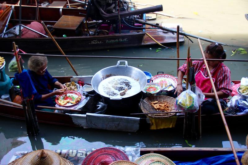 Damnoen Saduak Floating Market - Bangkok Thailand