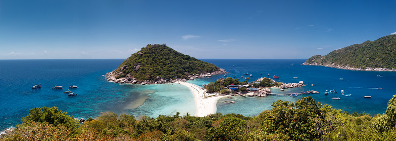 The absolutely marvelous beach at Ko Nang Yuan. Panorama stemming from 10 vertical shots.