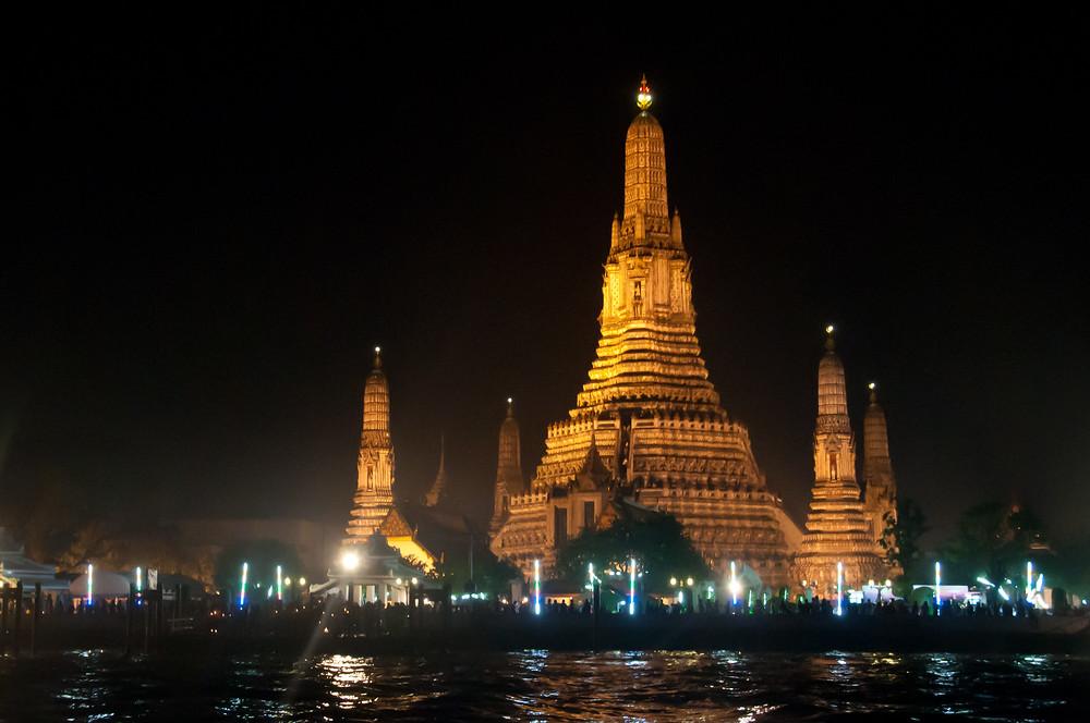 Wat Arun at night during the Loy Krathong festival, Bangkok, Thailand