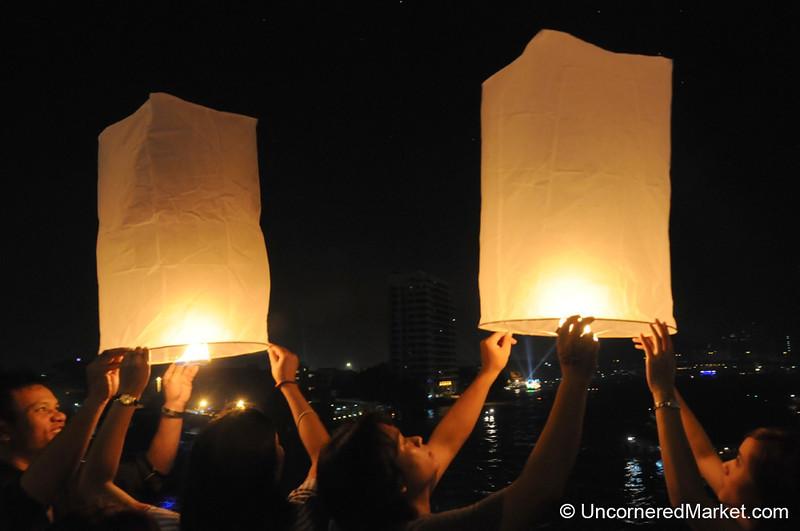 Letting Free Lanterns & Troubles - Loi Krathong Festival in Bangkok, Thailand