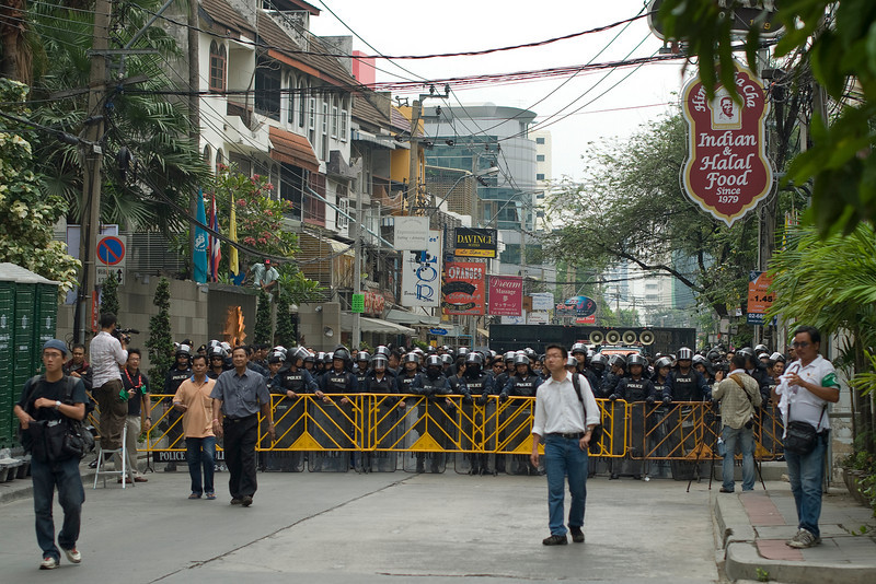 Riot police set up to ward off Red Shirt protesters - Thailand