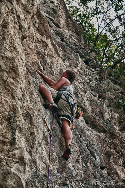 Lead-climbing-Hot-Rocks-school
