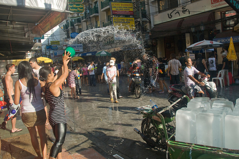 More water being thrown into the crowd at the 2010 Songkran Festival