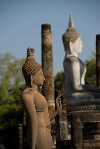 Buddha statues in Wat Sa Si - Sukhothai, Thailand