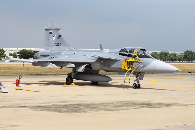 "B.Kh20-7/54 (70107) SAAB Grippen JAS-39C ""Royal Thai Air Force""  c/n 39403 Bangkok-Don Mueang/VTBD/DMK 09-01-16"