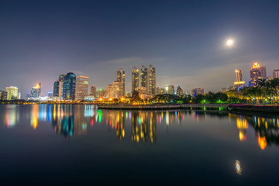 Lake Ratchada situated in the Benjakitti Park in Bangkok at night