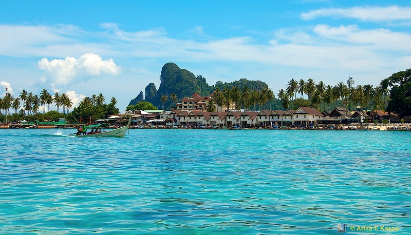 Ton Sai Bay Resort<br /> Phi Phi Is., Thailand
