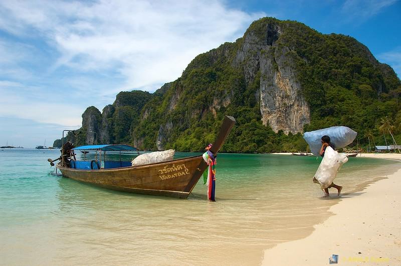 Loading Tain Boat<br /> Ton Sai Bay, Phi Phi Is., Thailand