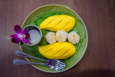 Fresh mango and sticky rice served with coconut milk syrup