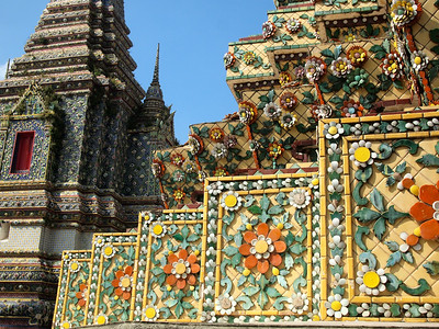 Temple details at Wat Pho