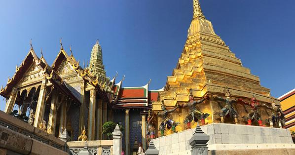 The Royal Pantheon (right), flanked by a gilded chedi (pagoda) originally built by King Rama I. - Grand Palace - Bangkok
