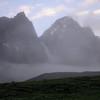 Tb 2079 optrekkende mist bij Thangsum (4387 m)
