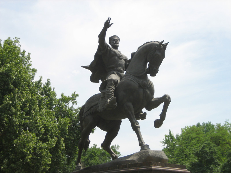 A regal statue of the ancient Uzbek ruler Amir Timur (Tamerlane), located at the very center of Tashkent.