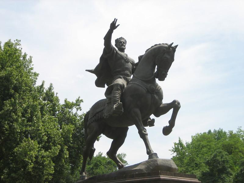 A regal statue of the ancient Uzbek ruler Amir Timur (Tamerlane), located at the very center of Tashkent.