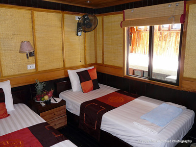 USD19 got me this very nice, air conditioned twin room in the Junk, with water views, fresh fruit and private bathroom