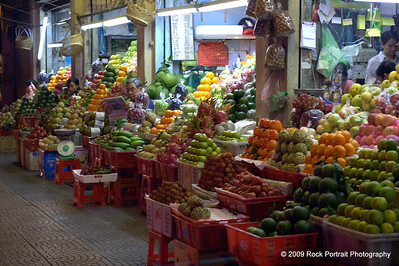 Quite a modern and well-layed out fruit market, but barely any customers.