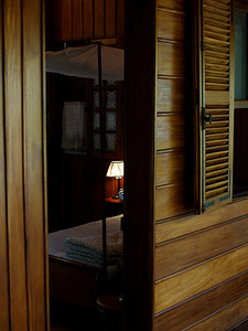 Ho Chi Minhs soverom. ******* Ho Chi Minh's sleeping quarters.  Specs: Olympus E-500, Sigma 30mm f1.4 (Foto: Geir)