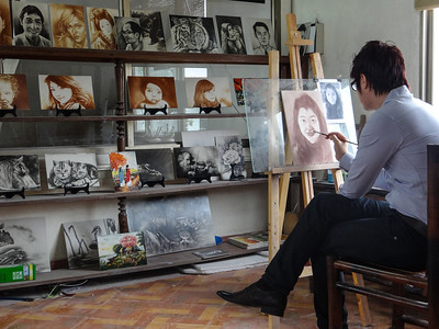 Artist works at Bat Trang ceramics in Hanoi