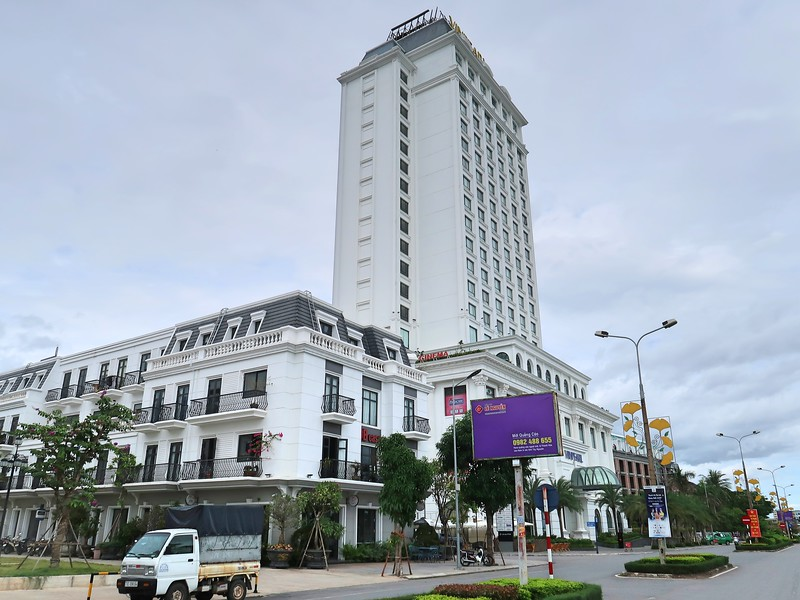 Vinpearl Hotel and Vincom Plaza