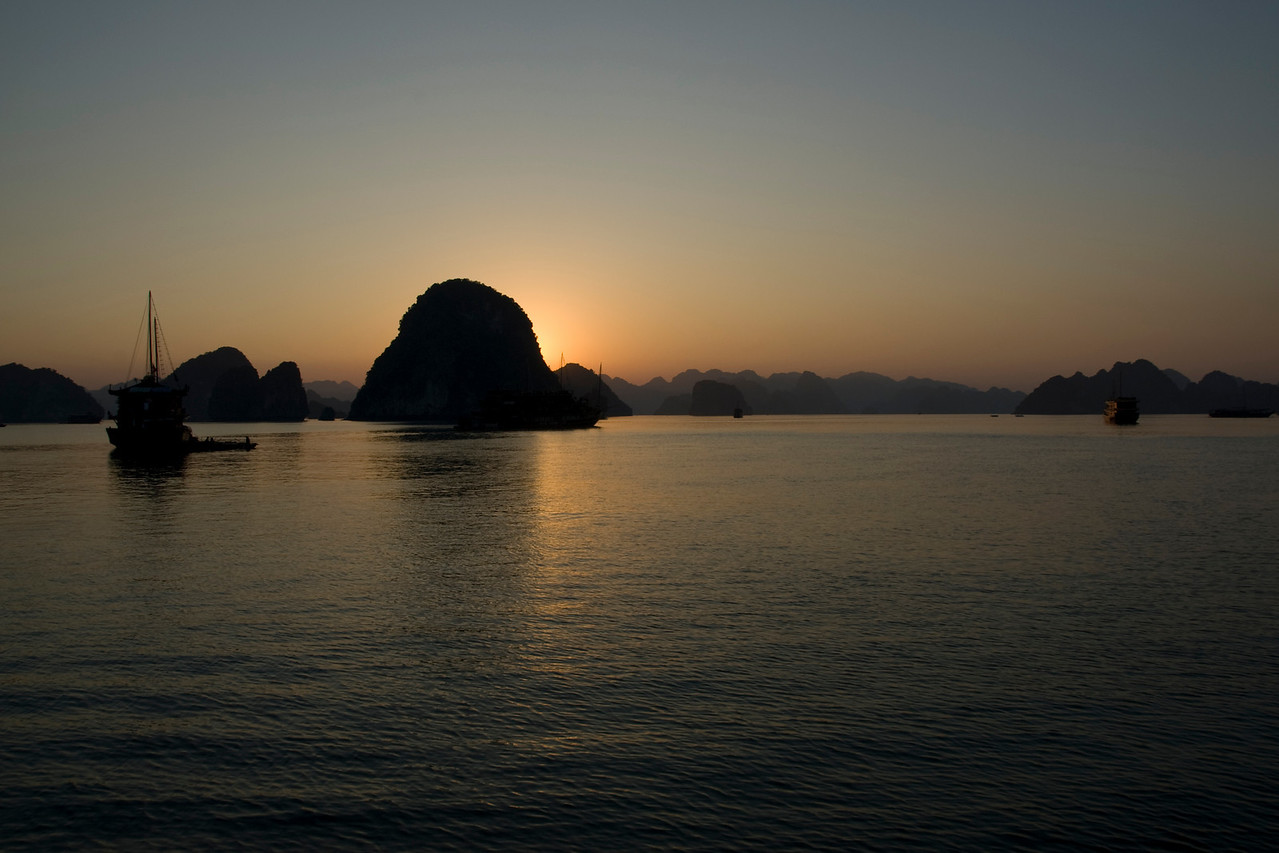 The sun hidden behind the island - Ha Long Bay, Vietnam