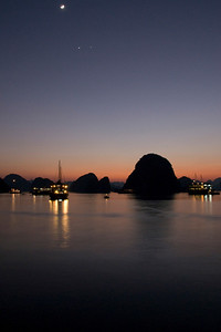 Beautiful lights during sunset in Ha Long Bay, Vietnam