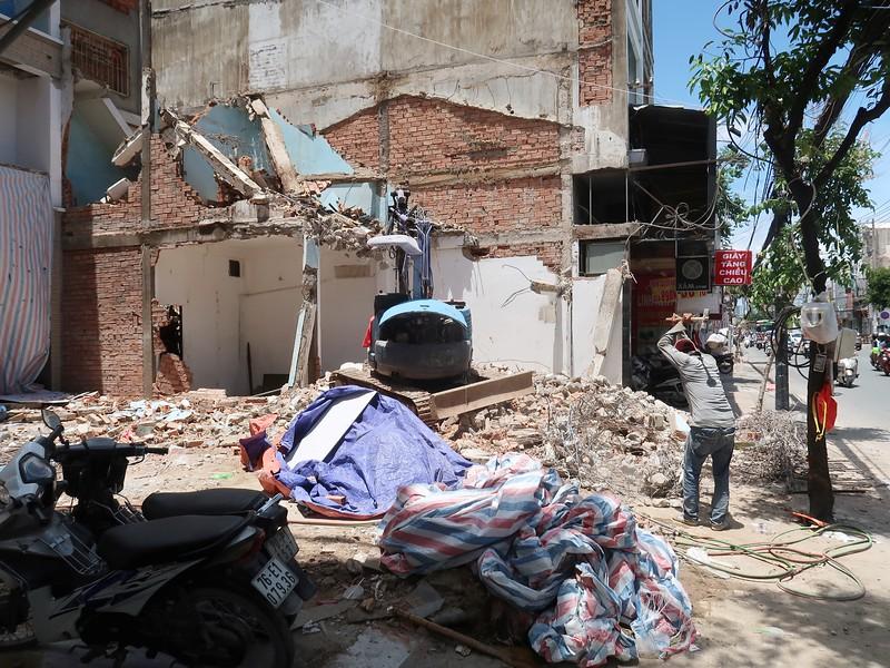 Demolition on CMT8, Tan Binh District