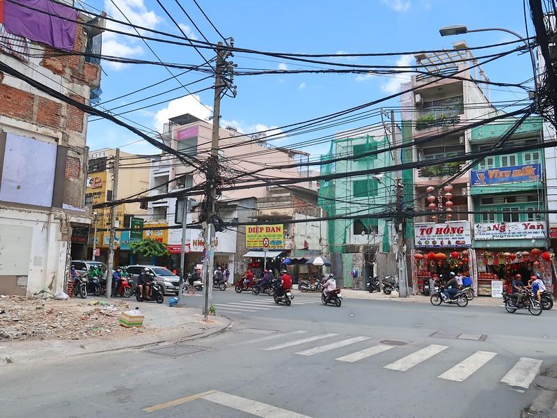Corner of Pham Van Hai and CMT8