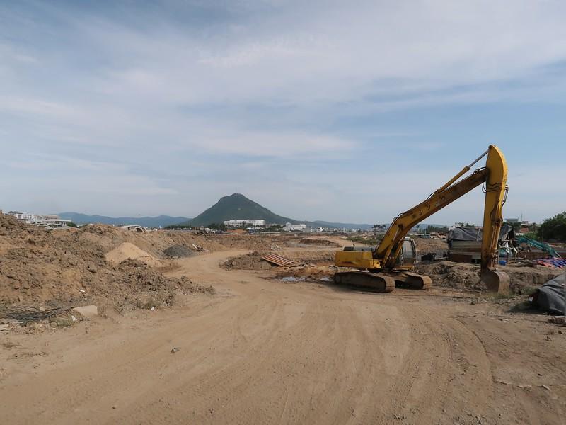 Ho Son Lake construction