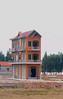 Hvem har sagt at det bare er én måte å bygge på? Vietnameserne bygger i etapper, og bare fasaden er bra så holder det.<br /> *******<br /> Whoever said there was only one way to build a house. The Vietnamese build their houses in parts, and as long as tha facade is ok, everything is fine.<br /> <br /> Specs. Olympys E-500, Zuiko 14-42 f3.5-4.5 (Foto: Geir)