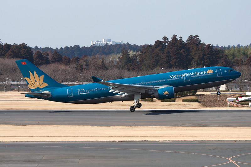 VN-A376 Airbus A330-223 c/n 943 Tokyo-Narita/RJAA/NRT 23-02-11