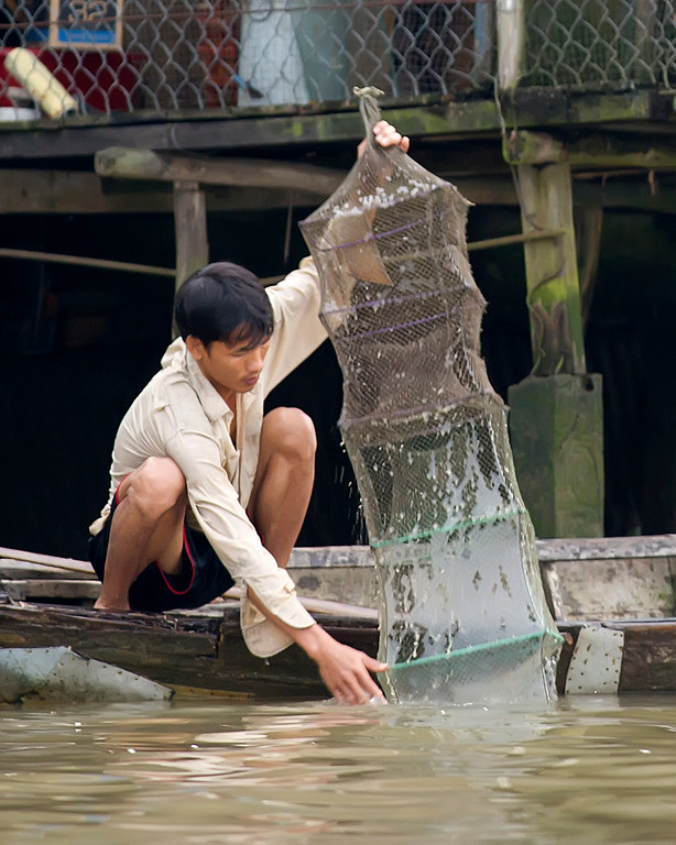 fishing in vietnam with box shaped net