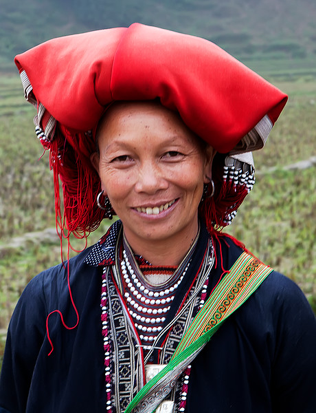 red dao lady with head scarf in sa pa vietnam