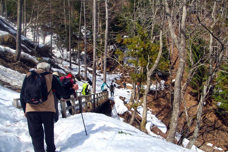 Trekking Over the Kaida Pass