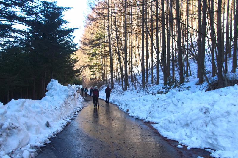 Hiking Over Magamo Pass