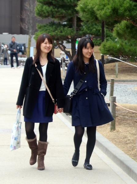 Schoolgirls Hand-in-Hand, Matsumoto