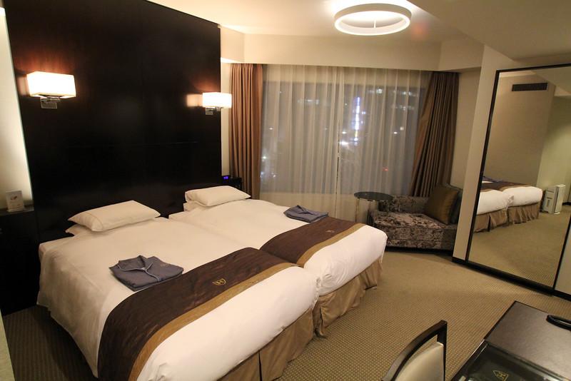 WalkJapan.com, Royal Park Hotel THE Nagoya guest room