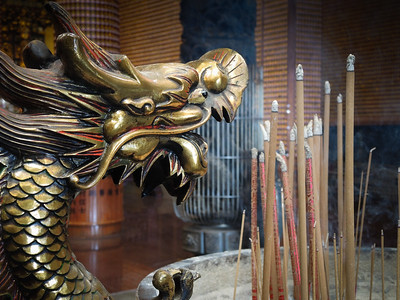 Temple in Taiwan, incense and dragon