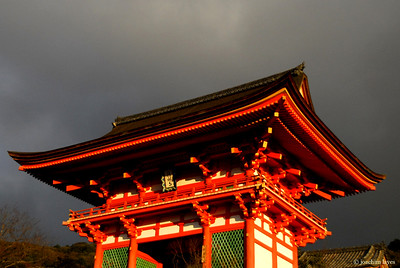 Deva Gate of Kiyomizu-dera 清水寺 Temple in Kyoto