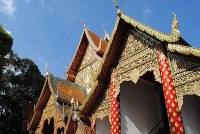 Bright blue skies on my visit to Doi Suthep in Chiang Mai, Thailand (Claire).