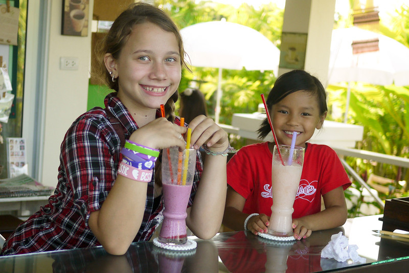 The girls and their shakes, Mae Jo, Thailand