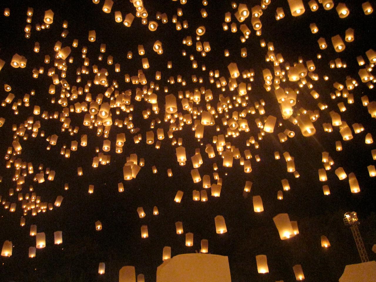 Huge lantern release during Loy Krathong in Chiang Mai, Thailand