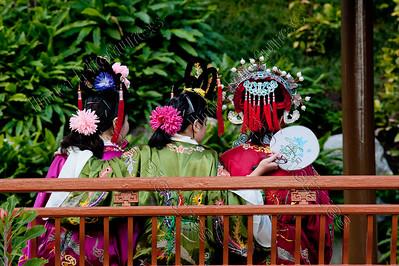 Chinese girls,chinese meisjes,filles chinoise,Chinese garden, chinese tuin,jardin chinoise,Sydney,Australia,Australië,Australie