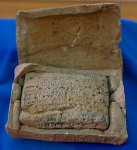 cuneiform enclosed letter,spijkerschrift, ingesloten brief,cunéiforme lettre enfermée