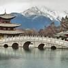 Lijiang - Pavillon pour attraper la Lune et montagne du Dragon de Jade - 玉龙雪山