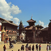 Bhaktapur - Durbar Square - Palais royal, statue du roi Bhupatindra Malla, temple de Vatsala - भक्तपुर