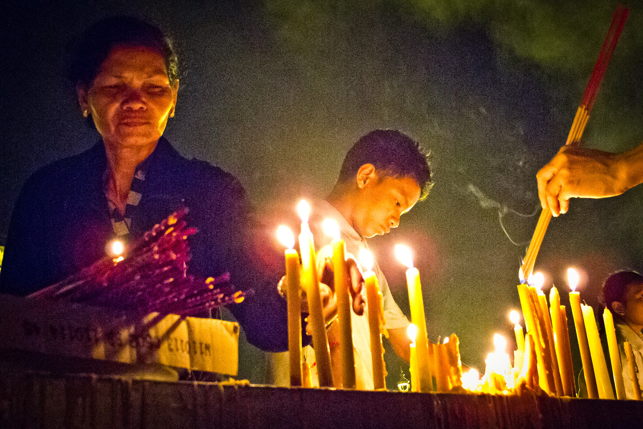 Celebrants Light Incense and Candles at Cremation of former Cambodian King Norodom Sihanouk